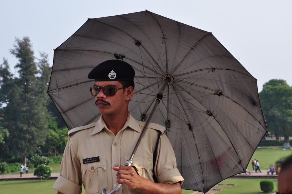 La policía en la India hasta te protege del sol, viajar a la india