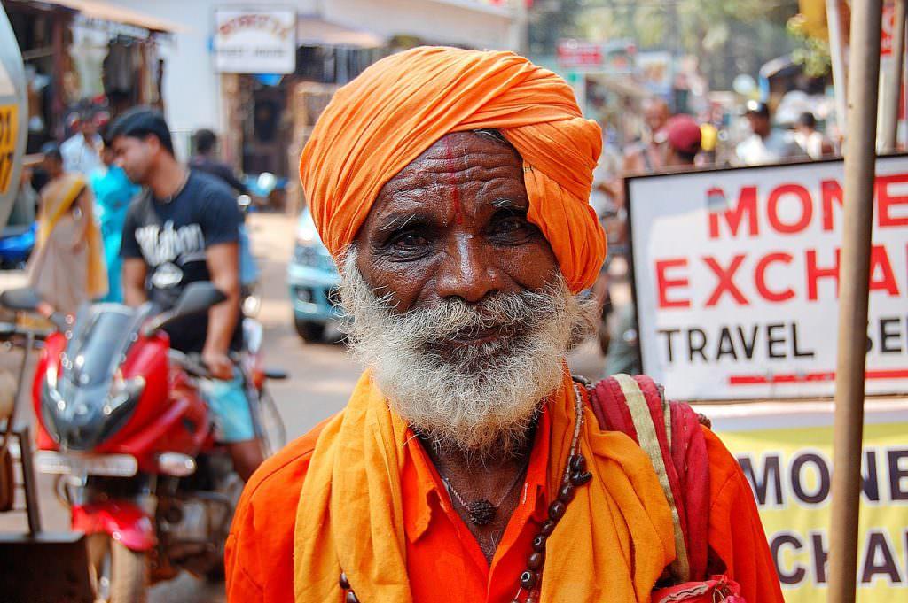 7 grandes viajeras y viajeros - Indio barba blanca