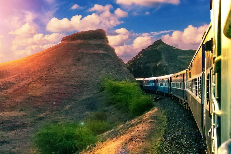 Trenes, India