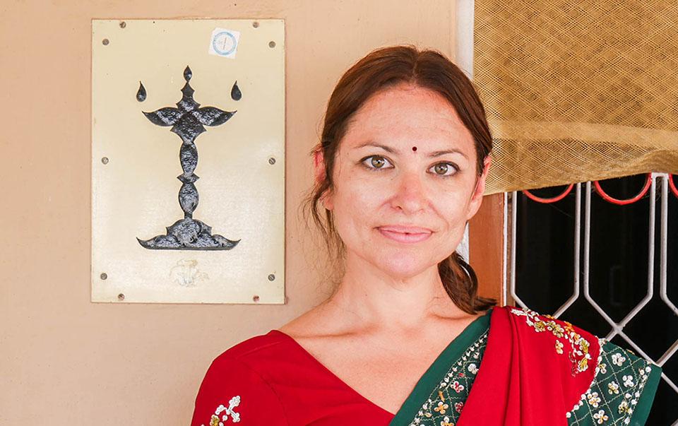 María con vestimenta típica del sur de la India