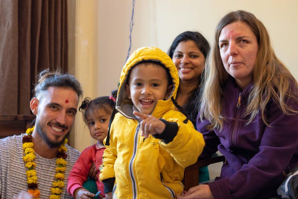 Conchi, familia India y Javier