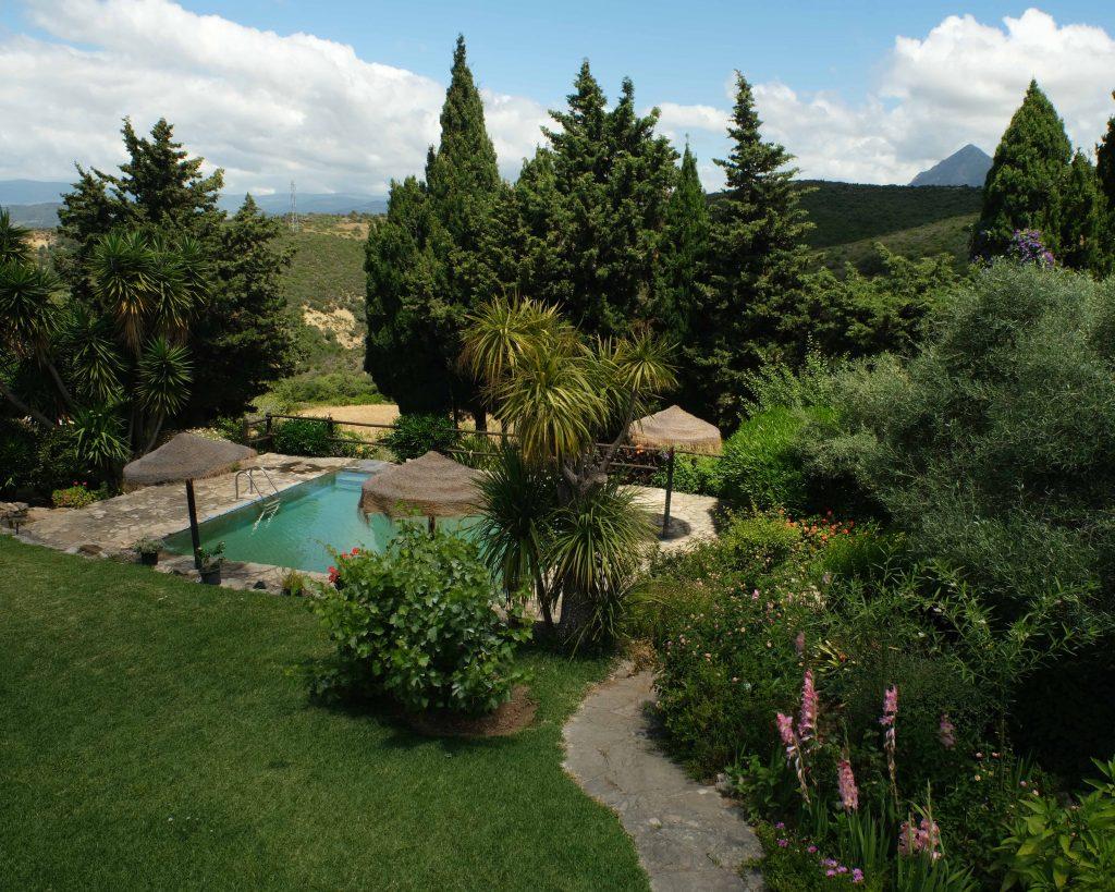 Vistas, piscina y vegetación